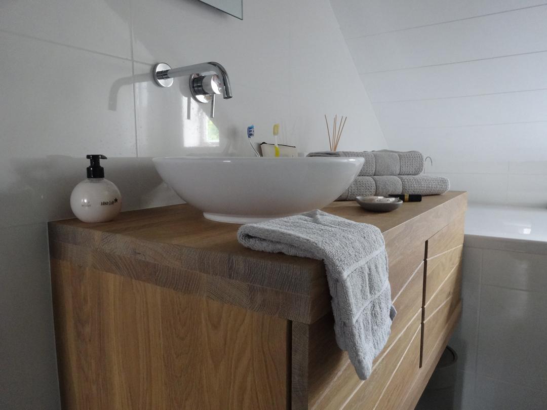 Badkamer details wasbak opbouw zeeuwsenzo for Badkamer kraan